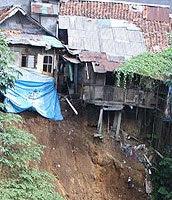 Puluhan Rumah Warga Kampung Nyenang Caringin Terancam Longsor 231
