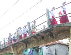 Jembatan Ciherang Terancam Ambruk 211