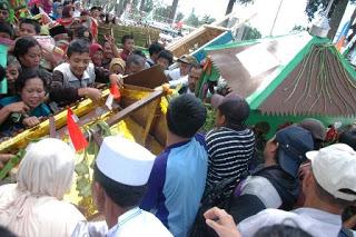 Kericuhan Warnai Festival Dongdang 2012 236