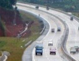 Rombongan Gubernur Jabar Kecelakaan Di Cipularang 235