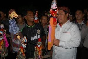 Cepot Berdialog Dengan Warga Ciampea Dan Ahmad Heryawan 231