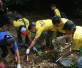 Aksi Komunitas Ciliwung Bersihkan Sungai 233