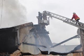 Pasar Bogor Terbakar Empat Toko Hangus 233
