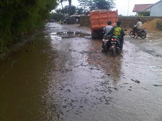 Jalan Ciseeng Rusak 235