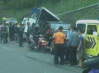 Kecelakaan Beruntun Dikawasan Puncak 237