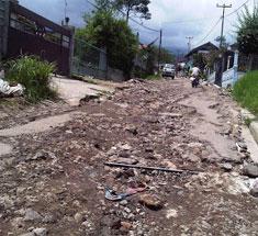 Ruas Jalan Lingkungan Rusak Parah 234