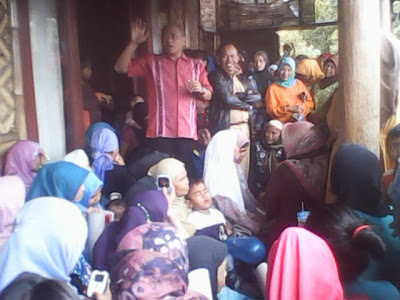 H.Bambang Gunawan Diserbu Kaum Ibu Citeko 231