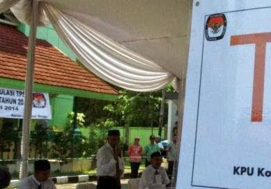 Walikota Bogor Pantau TPS Saat Pileg 2014 233