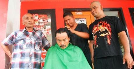 Aksi Botak Kepala Pasca Bupati Diamankan KPK 231