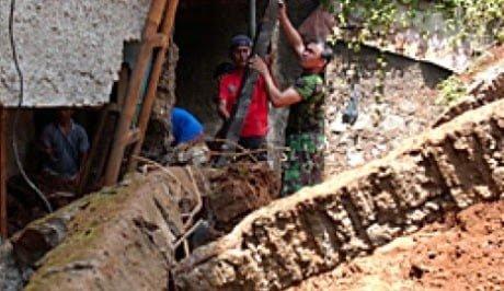 Tanah Longsor Di Cariu Bogor 235