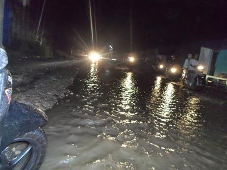 Jalan Babakan Madang Tak Ubahnya Aliran Sungai 234