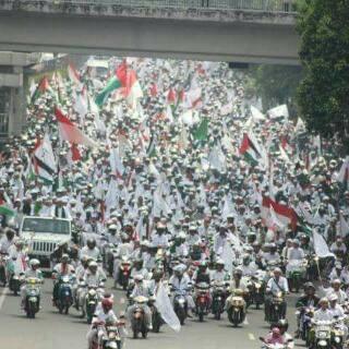 Puluhan Ribuan Demonstran Minta Proses Hukum Ahok 236