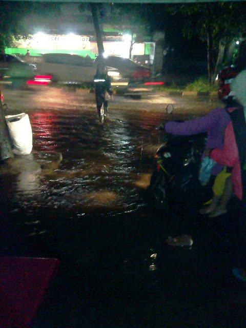 Jalan Pemda GOR Pakansari  Banjir 188