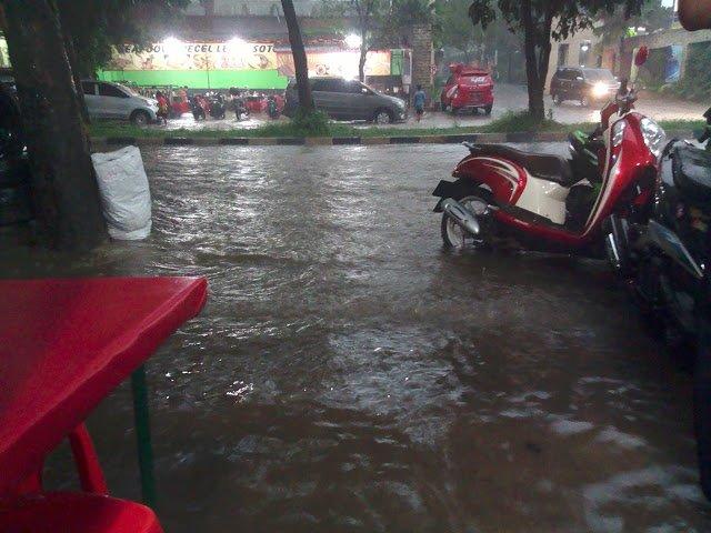 Jalan Pemda GOR Pakansari  Banjir 187