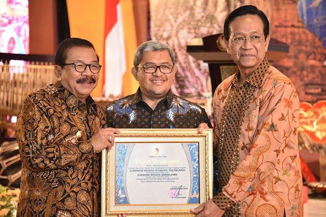 Harmoni Budaya Sunda Jawa 237