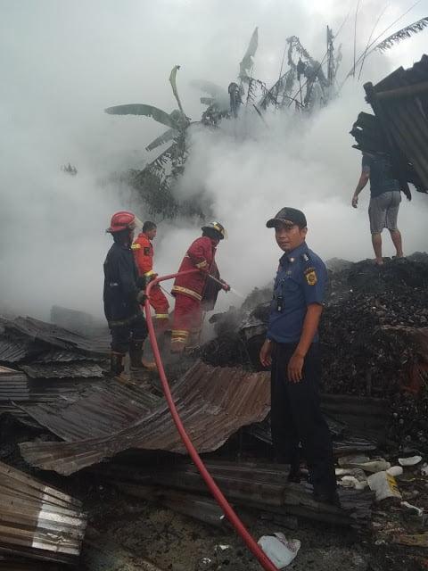 Damkar Padamkan Api Tumpukan Rongsok 197