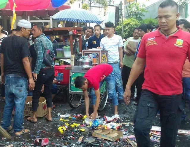Ledakan Di Pasar Anyar Pengunjung Berhamburan 197