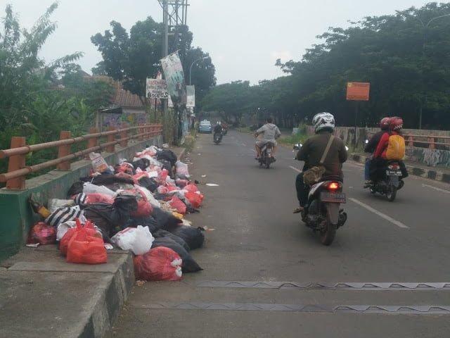 Tumpukan Sampah Ini Terjadi Setiap Hari 233
