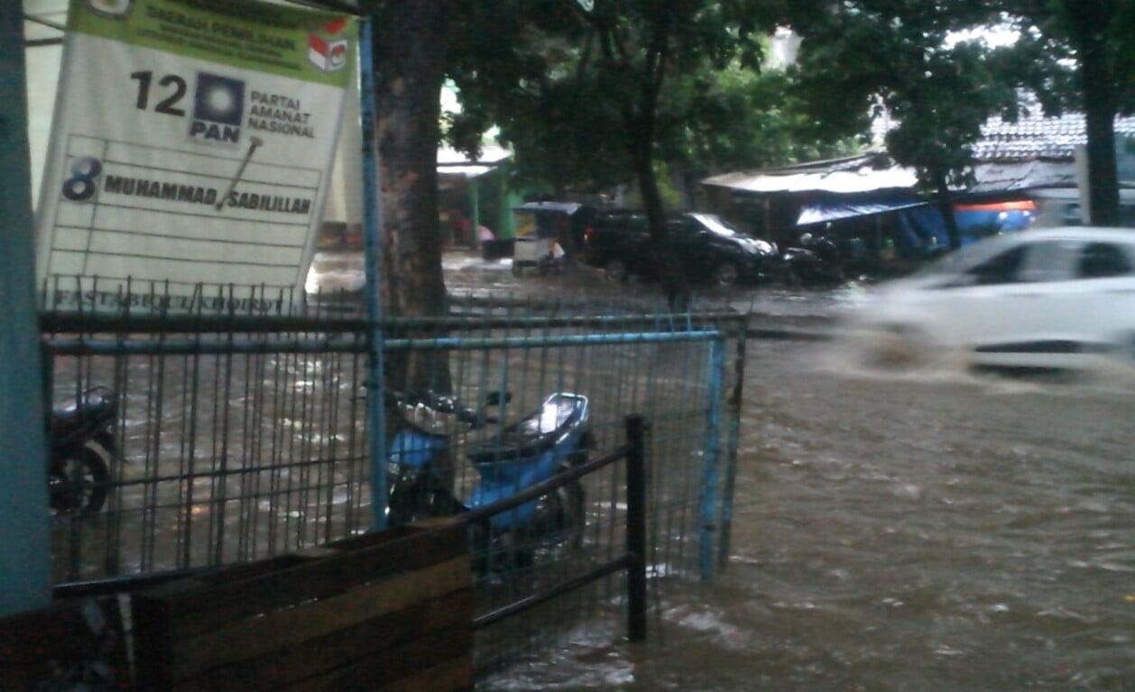 Jalan Eddy Yoso Pakansari Mirip Sungai Saat Hujan Deras 229