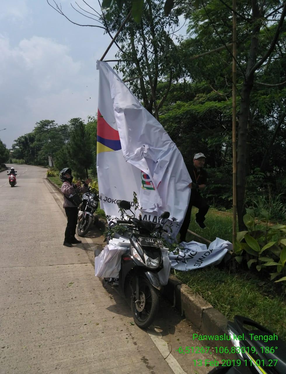 Panwaslu Kabupaten Bogor Tertibkan APK Salahi Aturan 233