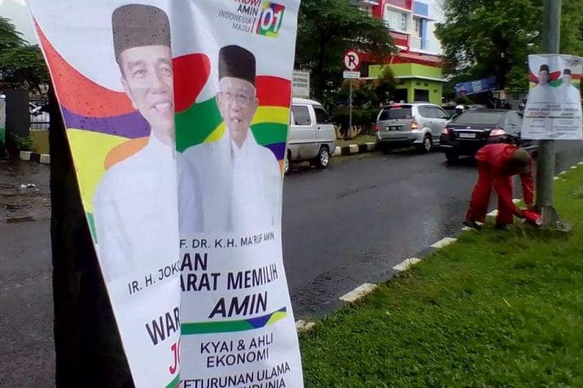 Puluhan Poster Capres Terpasang Di Pohon Masih Dibiarkan Panwaslu 235