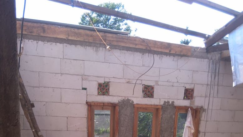 Puluhan Rumah Warga Diterjang Angin Kencang di Citeko