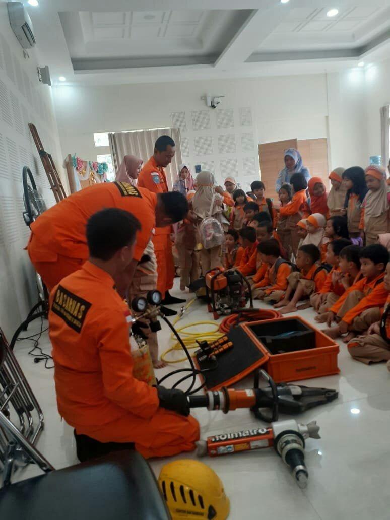 Kantor SAR Bandung Gelar SAR Goes To School 235